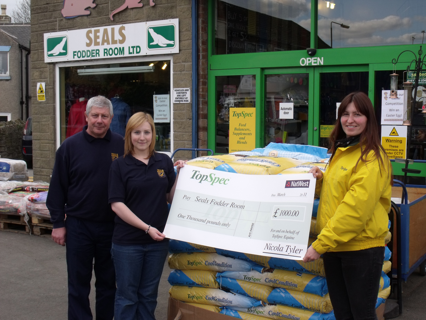 Management reiceve cheque from TopSpec